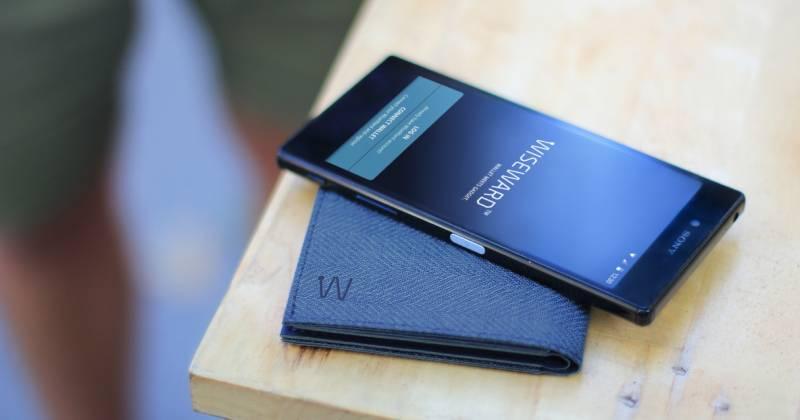 Smart wallet and smartphone