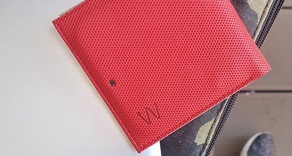 Baggizmo red smart wallet