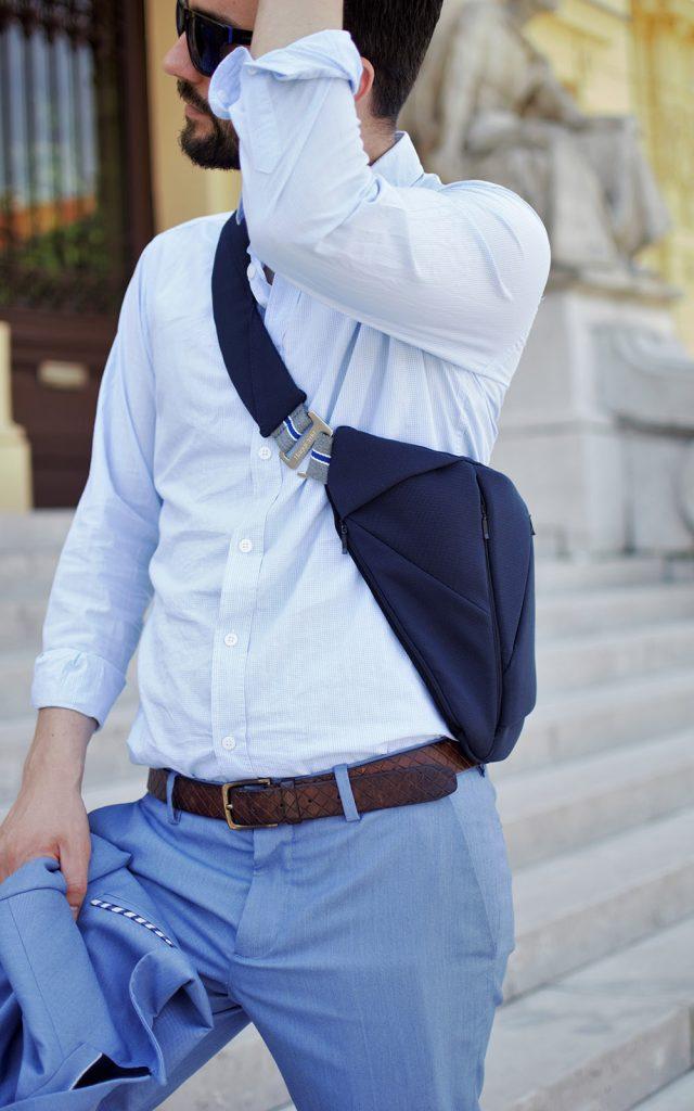 Man wearing a textile men's bag good for back